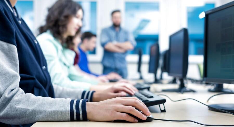 Danske IT-uddannede drømmer om job i GoogleLego ligger højt på listen over de danske it-uddannedes drømmejob. Det er dog udenlandske mastodonter, der dominerer listen. Når de danske it-akademikere søger efter job, leder de efter et kreativt og dymanisk arbejdsniveau, høje fremtidige lønninger og virksomheder, der laver attraktive og spændende produkter eller service.Det er rådgivningsvirksomheden Universum, der har fortaget undersøgelsen blandt 11.151 akademikere på det danske arbejdsmarked. Akademikerne har i gennemsnit seks års erfaring, og svarene er indhentet i perioden mellem november 2015 og juni 2016.