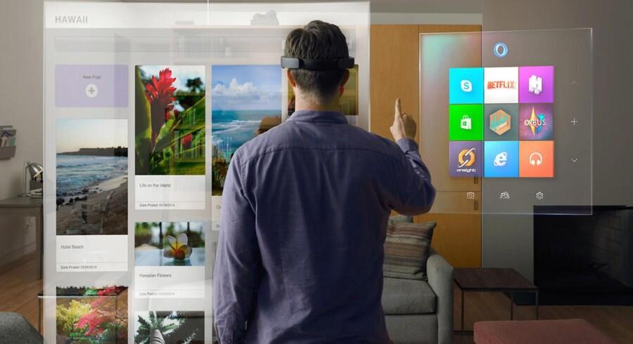 Når man tager Microsofts Hololens-briller på, kan man med håndbevægelser og stemmen styre sig gennem Windows og få vist f.eks. billeder eller film oven på virkeligheden. Microsoft præsenterede brillerne onsdag aften men tillod ikke, at der blev taget egne billeder. Foto: Microsoft