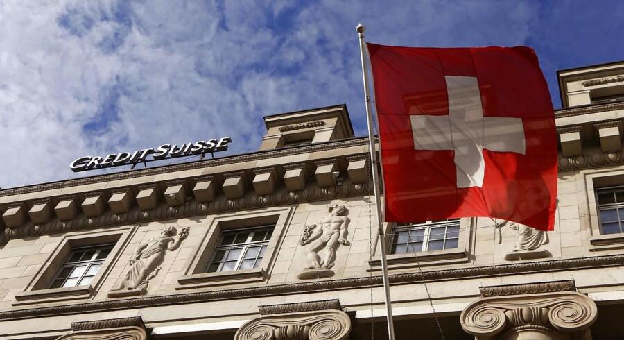 Analytikerne havde spået, at den schweiziske storbank ville komme ud af andet kvartal med en rød bundlinje, men det er lykkes Credit Suisse at fremlægge sorte bundlinjetal.