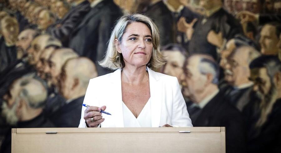 - Jeg kan ikke genkende humanismen i partiet, når man blandt andet strammer reglerne for permanent opholdstilladelse for unge. Jeg er virkelig blevet overrasket over nogle af de beslutninger, der er blevet truffet, siger Pernille Schnoor.
