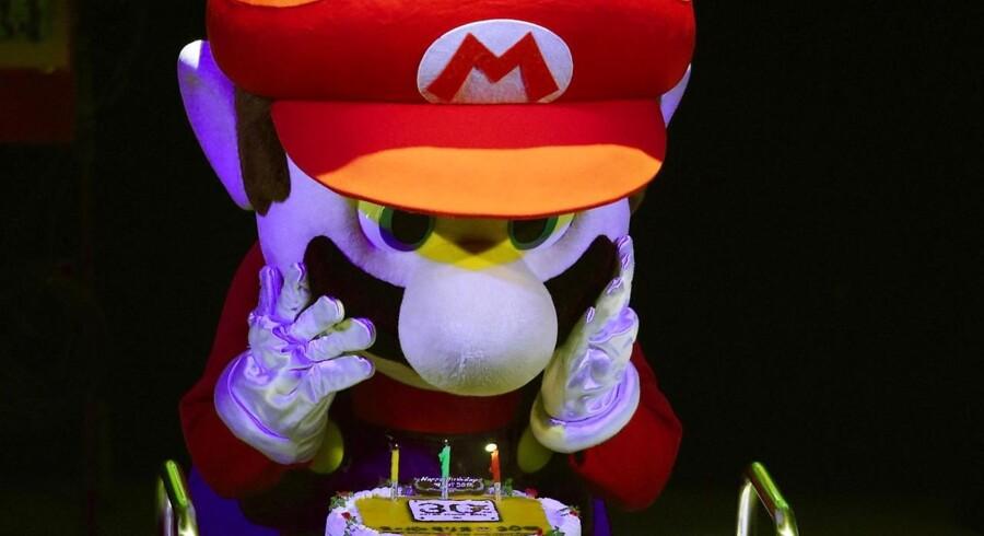 Nintendos kultiske spilfigur, Super Mario, er lige fyldt 30 år, hvilket blev fejret i Tokyo søndag, som var selve dagen. Nu får Nintendo ny topchef. Foto: Toshifumi Kitamura, AFP/Scanpix