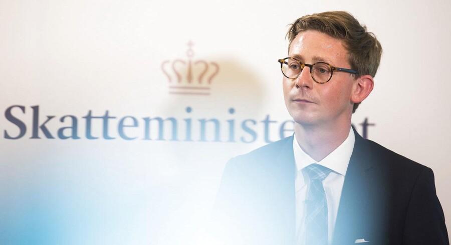 Skatteminister Karsten Lauritzen (V) er klar til at offentliggøre en 200 sider lang og hidtil hemmeligholdt rapport om myndighedernes håndtering af udbyttesagen. (Arkivfoto: Ólafur Steinar Gestsson/Scanpix 2016)