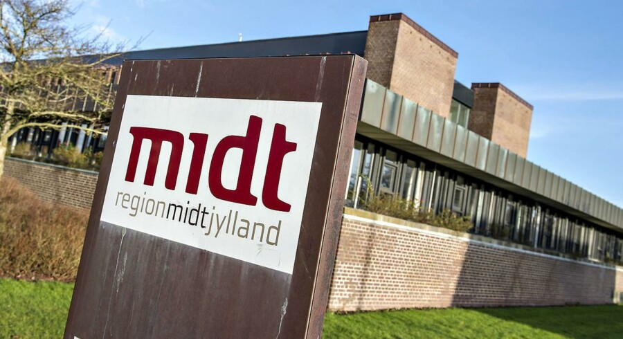 Region Midtjylland står over for besparelse på 295 millioner. Regionsformand advarer om nednormeringer.