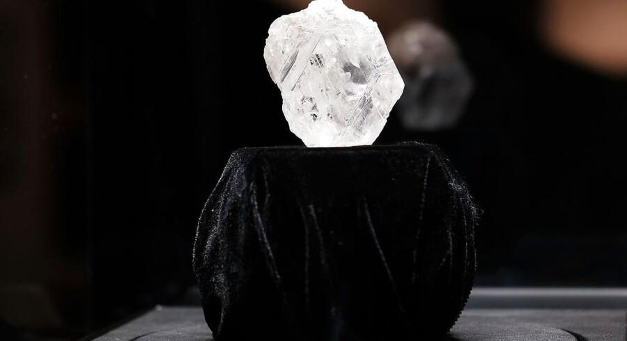Her ses The Constellations storebror, verdens næststørste diamant, Lesedi la Rona, som ligeledes snart forventes solgt.