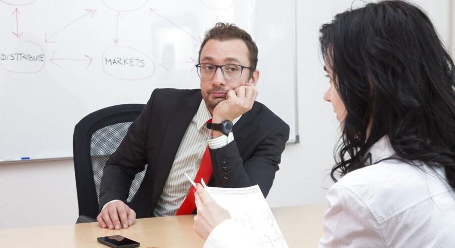 Mange ingeniører synes, det er svært at sidde overfor chefen og spørge om lov til at blive efteruddannet. Men det har en karriererådgiver en række gode råd til.