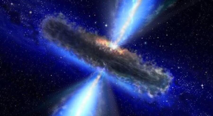 Her ses en kvasar, et supermassivt sort hul: APM 08279+5255, hvor astronomer har opdaget store mængder vanddamp. Støv og gas har lagt sig i en roterende skive rundt om.