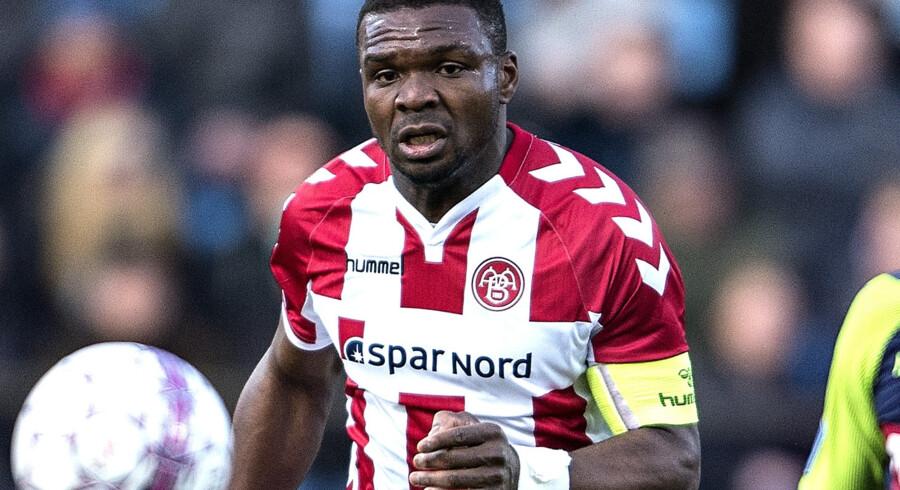 AaB's Jores Okore mente, at der var frispark ved FC Midtjyllands udlignende 3-3-mål. Scanpix/Henning Bagger/arkiv