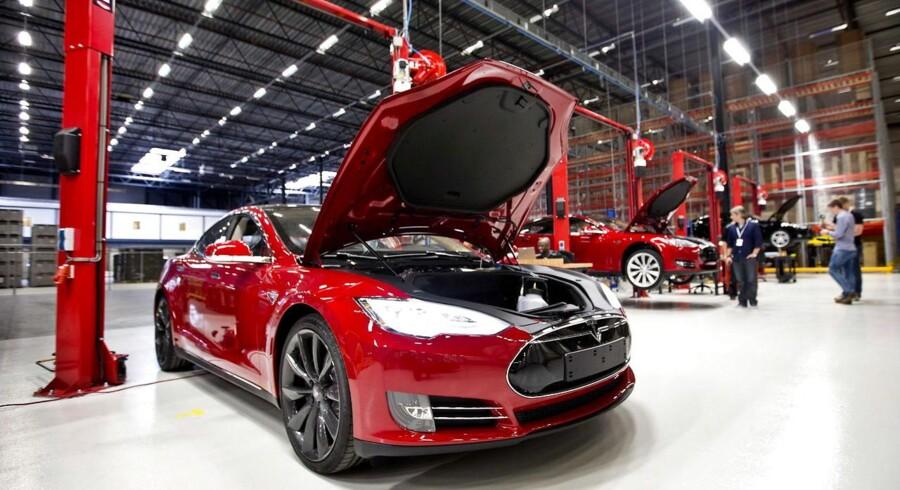 Tesla håber at kunne producere 20.000 biler i 2013. Her et billede fra virksomhedens nyeste bilfabrik, der i august åbnende i Tilburg, Holland.