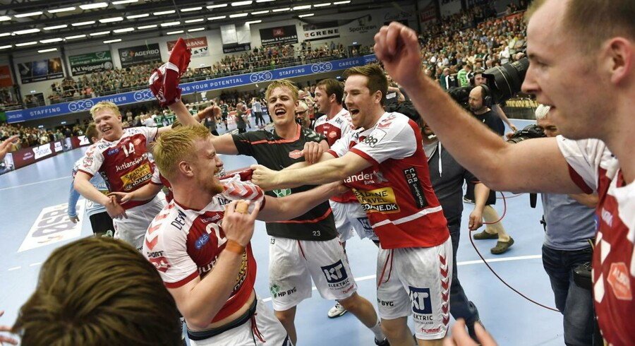 Aalborg Håndbold vandt DM-guld hos herrerne med en sikker udesejr over Skjern i den anden finale.