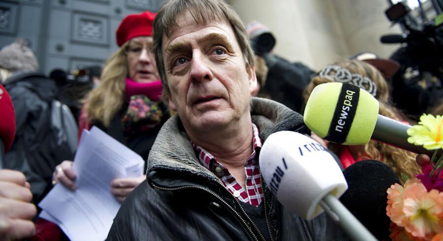 ARKIVFOTO. Advokat Knud Foldschack bliver interviewet.