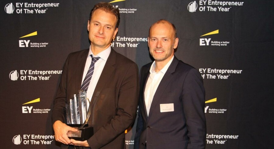 Dette års EY Entrepreneur Of The Year på Fyn, Kåre Groes Christiansen, CEO, Odense Maritime Technology A/S, samt Brian Skovhus Jakobsen, Partner i EY og regionsansvarlig (th).