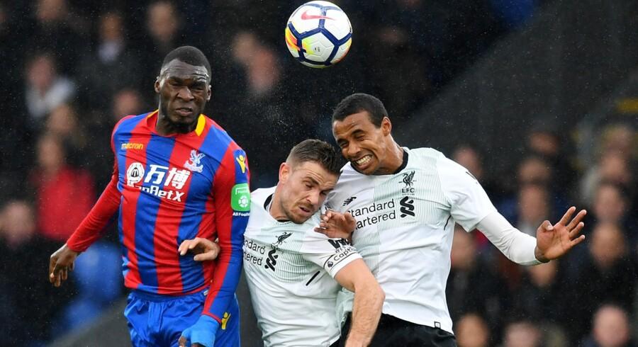 Joél Matip (th.) blev skadet i kampen mod Crystal Palace, og Liverpool regner med, at han er ude resten af sæsonen. Reuters/Dylan Martinez/arkiv