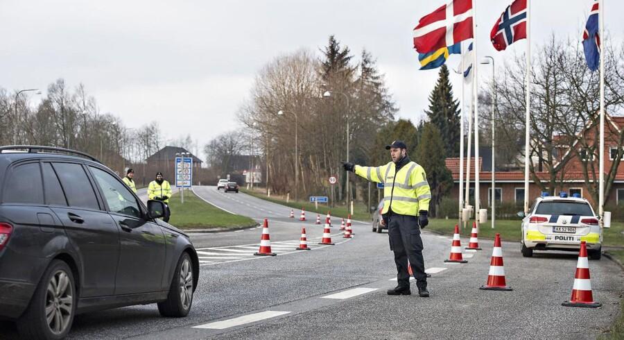 208 personer har tal fra Udlændinge- og Integrationsministeriet søgt om asyl i Danmark i løbet af de første to døgn med skærpet grænsekontrol - som her ved grænseovergangen i Padborg by.