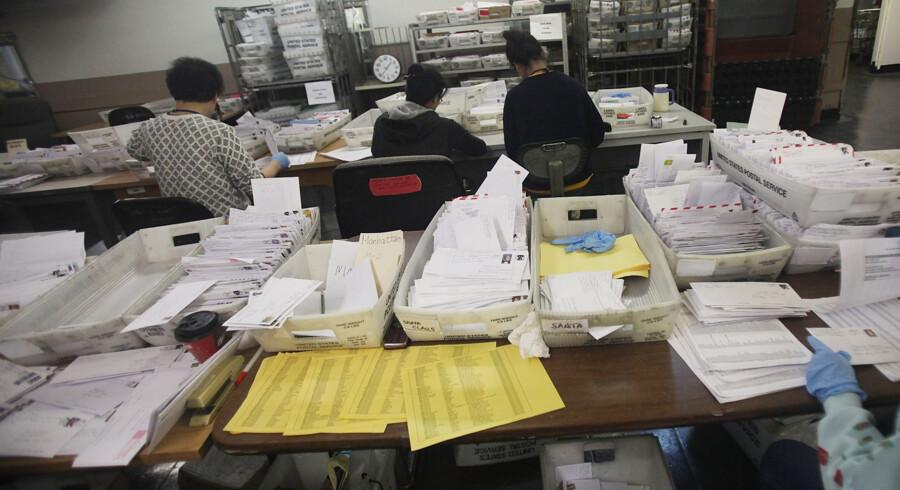 Anklagemyndigheden i New York mener, at en postarbejder har undladt at levere 17.000 breve i byen. Scanpix/Mario Tama/arkiv
