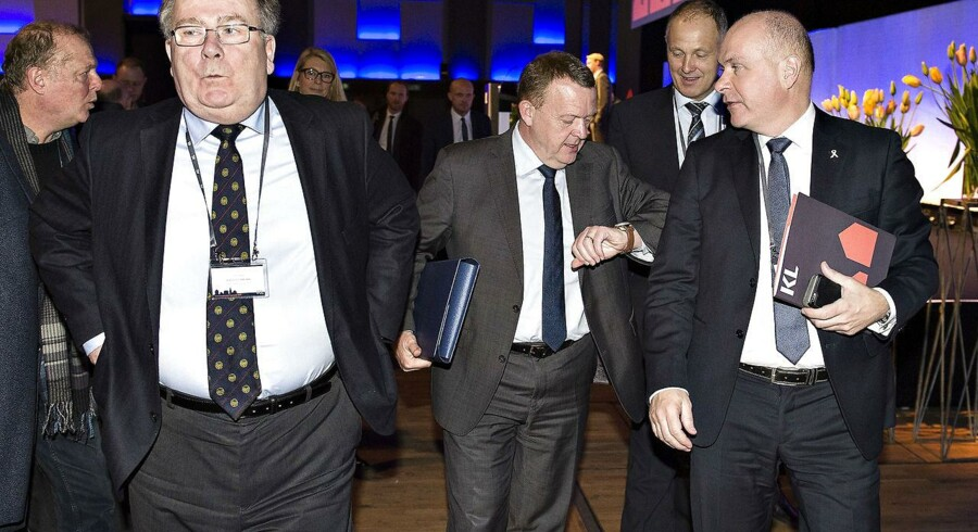 Her ses statsminister Lars Løkke Rasmussen efter sin tale med finansminister Claus Hjort Frederiksen, V-gruppeformand Søren Gade og KL-formand Martin Damm.