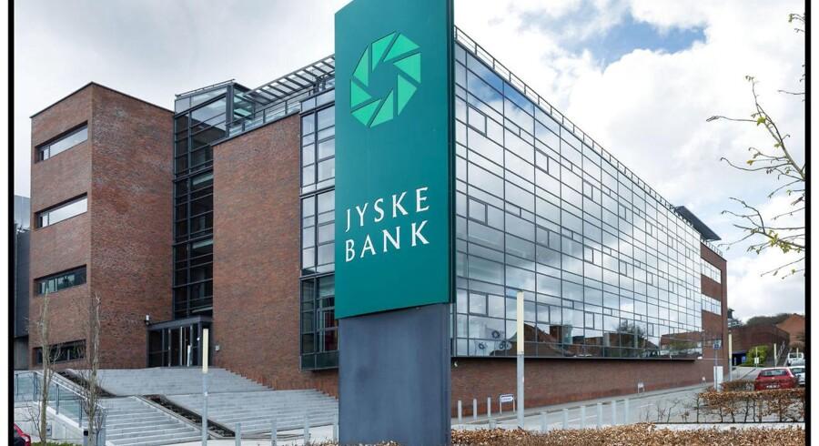 Investorerne ser det i højere grad som sandsynligt, at den amerikanske centralbank, Federal Reserve, vil hæve renten, og det smitter af på bankaktierne, forklarer Martin Munk, aktierådgiver ved Jyske Bank.