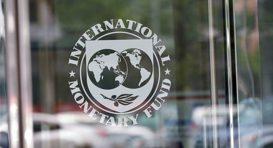Repræsentanter fra den Internationale Valutafond, IMF, og Verdensbanken er på vej til Aserbajdsjan for at diskutere en mulig redningspakke på 4 mia. dollar.