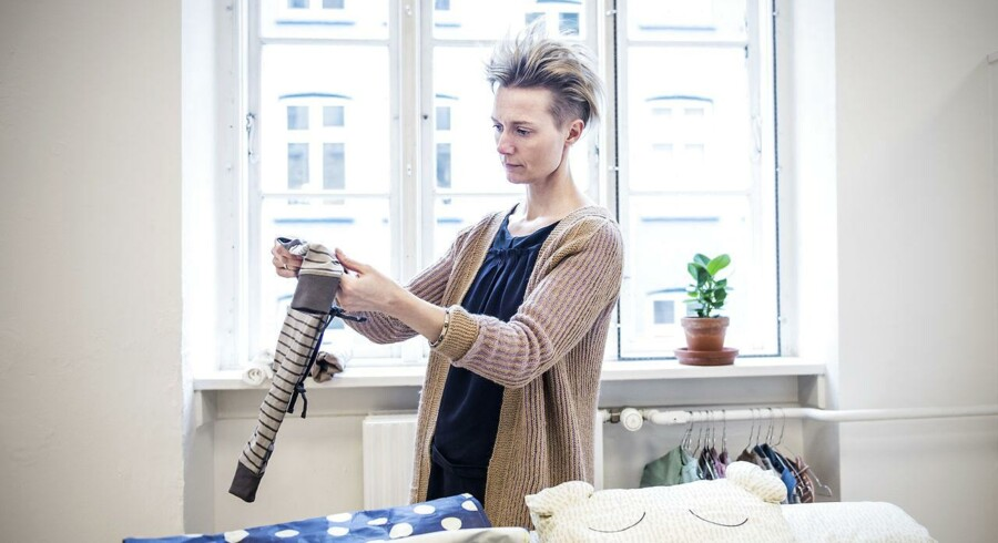 Børnetøjsdesigneren Vigga Svensson designer og producerer børnetøj, som sælges til kunderne på månedsabonnement.kr. Når barnet er vokset ud af tøjet sendes det retur og bliver genbrugt til nye kunders børn. Indtil videre har hun rejst 8 mio. til projektet.
