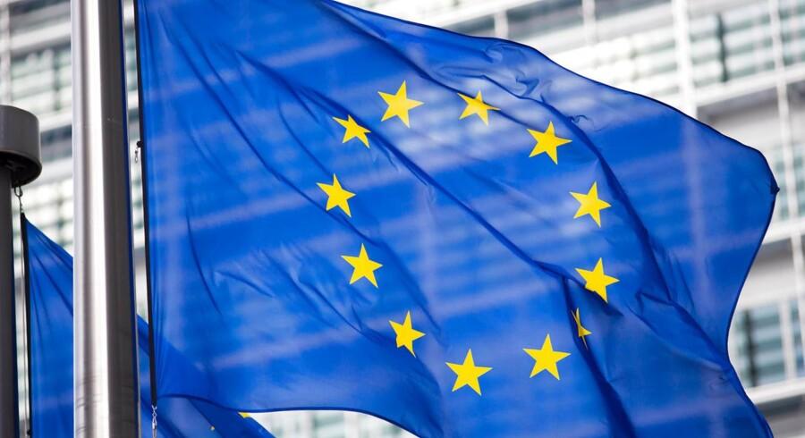 Kreditvurderingsinstituttet Standard and Poor's har sat EU's kreditværdighed en karakter ned.