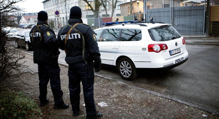 Politi bevogter Caroline-skolen efter angrebet i København i februar. Arkivfoto: Linda Kastrup