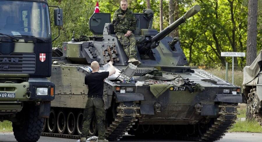 Hæren er i fuld gang med at omstille sig efter krigen i Afghanistan. De danske soldater skal genlære de basale færdigheder, som har stået i skyggen af den over ti år lange krig, hvor det har handlet om at bekæmpe oprørere.