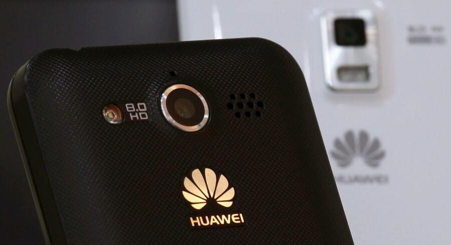 Huaweis mobiltelefoner sælger rigtigt godt og bidrager til det store overskud. Arkivfoto: Bobby Yip, Reuters/Scanpix
