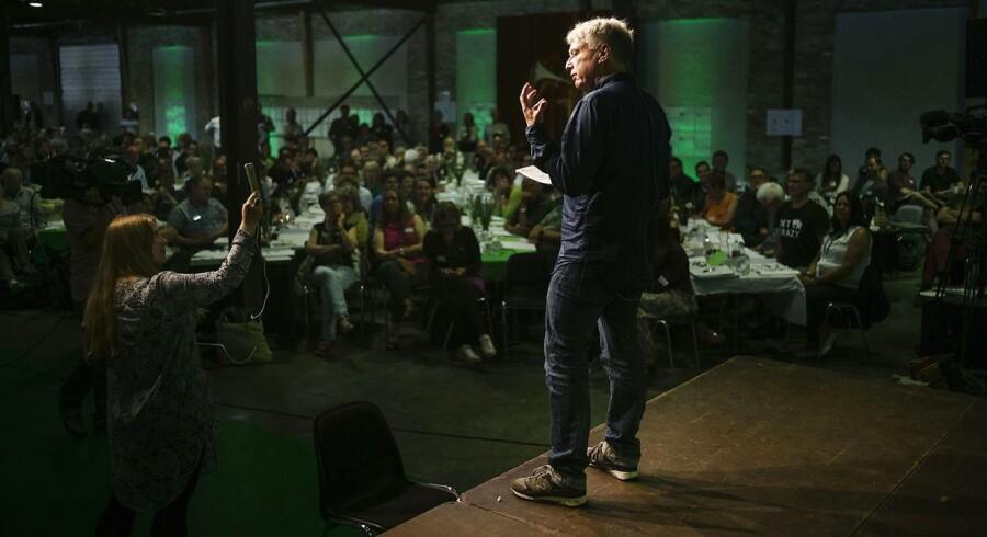 Uffe Elbæk holder taler ved Alternativetsr årsmøde i Dok5000 på Odense Havn.