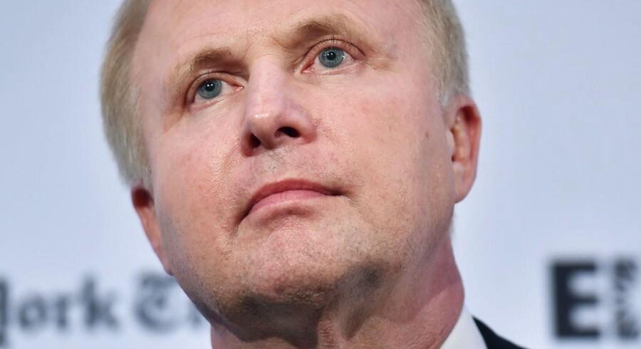 Administrerende direktør Bob Dudley mener, at oliepriserne ville normaliseres i anden halvdel af 2016, hvor alle olielagre og svømmepøle igen vil være fulde af olie.
