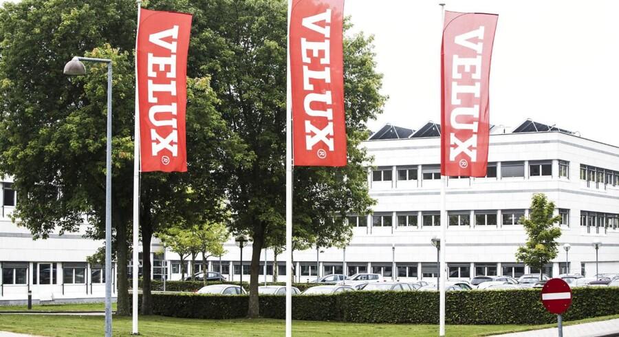 Velux lukker en fabrik i Rusland som følge af den økonomiske krise i landet, hvilket koster 83 ansatte jobbet. 65 danske ansatte får samtidig en fyreseddel, fordi Velux rykker produktion til Polen.