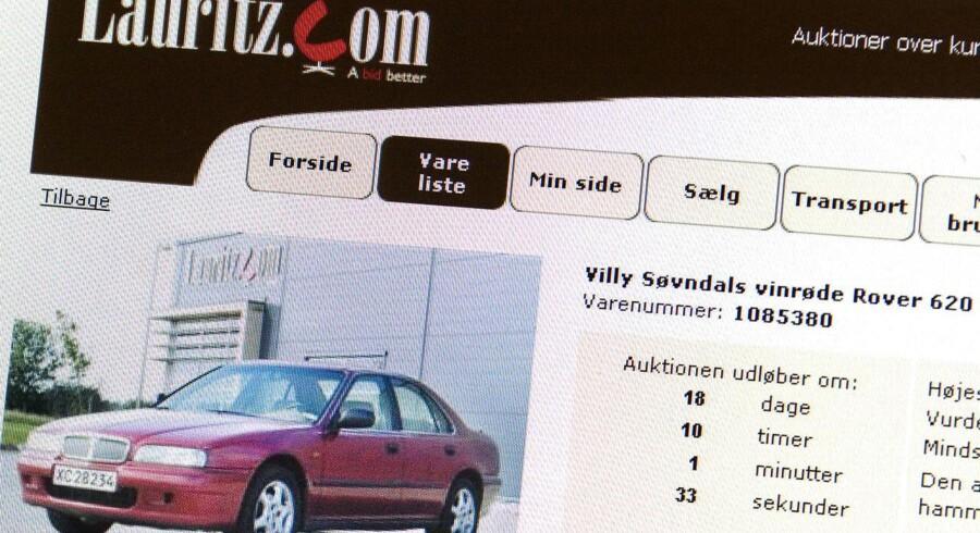 Det vrimler med onlineauktioner, hvor du kan byde på snart sagt alt, hvad hjertet kan begære - heste, biler, tøj, rejser, koncerter og kunst. Her er det SFs Villy Søvndals vinrøde Rover, som i 2007 blev sat til salg på Lauritz.com.