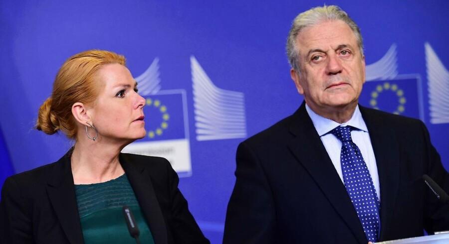 Integrationsminister Inger Stojberg og Dimitris Avramopoulos under onsdagens pressemøde.