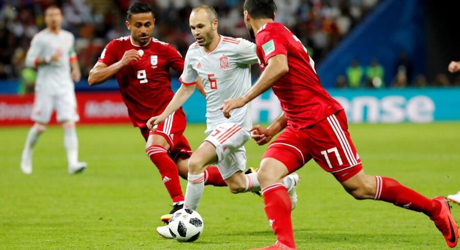 Andrés Iniesta i vanlig glidende stil i aktion for Spanien mod Iran ved VM i Rusland. REUTERS/Toru Hanai
