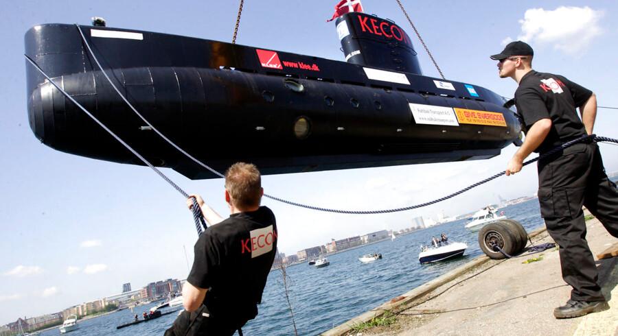 ARKIVFOTO 2008 af Peter Madsen, ingeniør, raket og u-bådsbygger, der søsætter verdens største privatbyggede ubåd UC3 Nautilus på Refshaleøen - - Se RB KRIMINAL 07.33. Helikoptere søger efter privatbygget ubåd ved København. Raketbygger Peter Madsens ubåd er meldt savnet, efter den ikke er vendt tilbage til sin kajplads i København. Underrubrik er omskrevet. Næstsidste afsnit er tilføjet. Ord fjernet i fjerdesidste afsnit. To redningshelikoptere og tre skibe fra Forsvaret søger fredag morgen efter en privatbygget ubåd omkring Københavns havn.. (Foto: Bardur Eklund/Scanpix 2017)