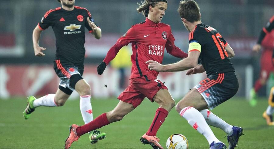 FC Midtjylland - Manchester United, Europa League, Arena Herning : FCMs Kristoffer Olsson mod Manchester Uniteds Michael Carrick