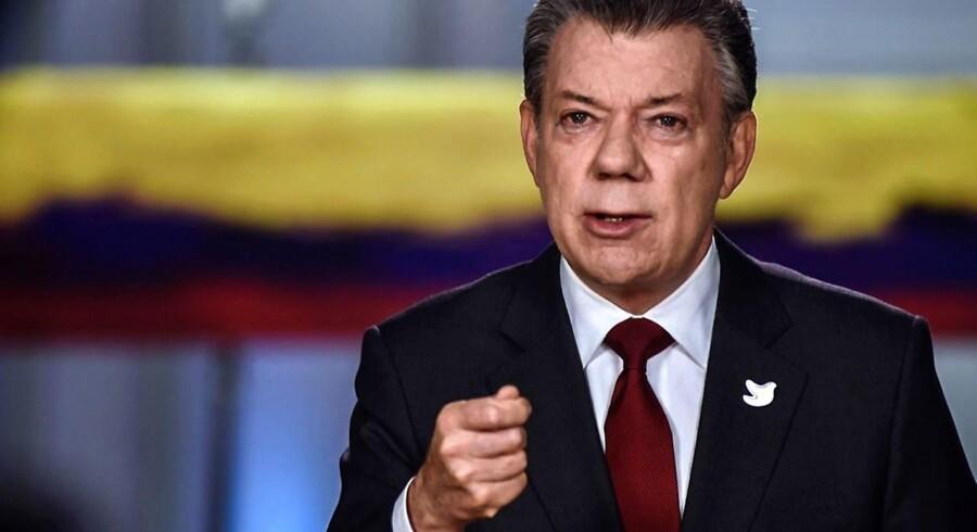 Colombias præsident Juan Manuel Santos annoncerer her, at regeringen og FARC vil underskrive en ny fredsaftale.