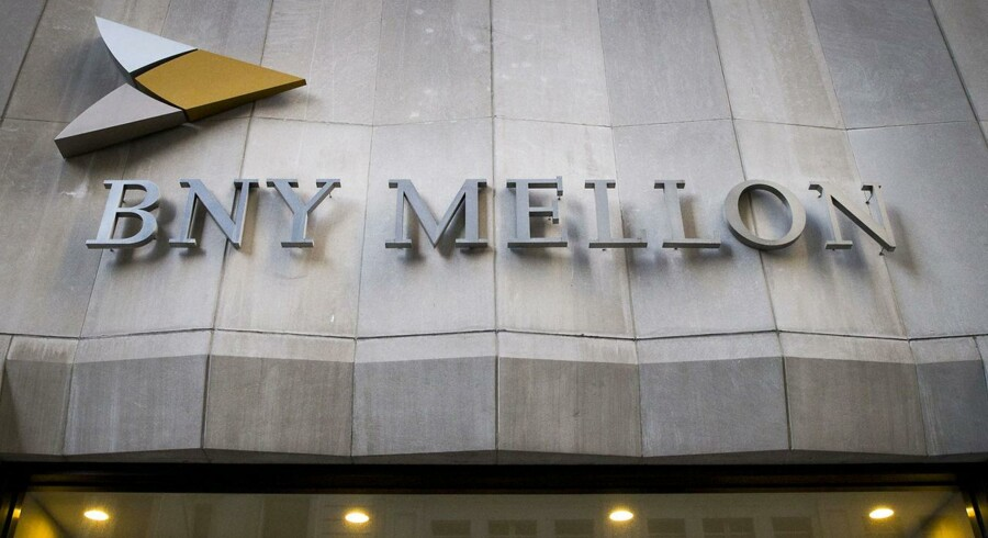 Tre praktikanter koster bank 14,8 mio. dollar