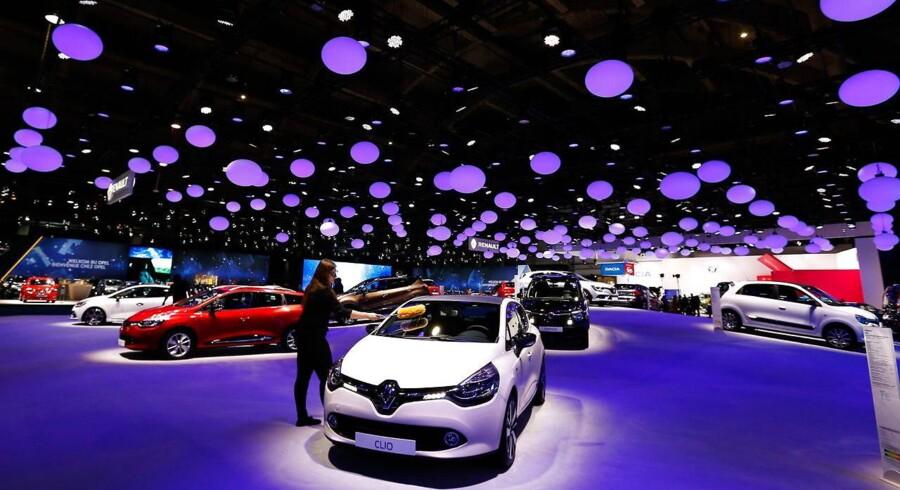 Aktierne i den franske bilkoncern Renault får store skrammer på Paris-børsen, efter at der er fremkommet oplysninger om, at de franske myndigheder har gennemført en ransagning hos virksomheden.