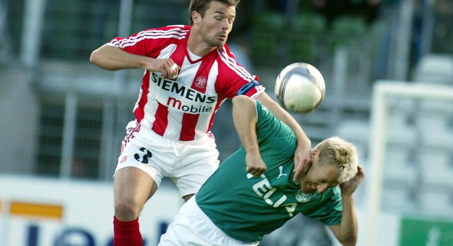 Den tidligere AaB-spiller Thomas Bælum (i rødt og hvidt) bliver ny direktør i klubben. Henning Bagger/arkiv/Ritzau Scanpix