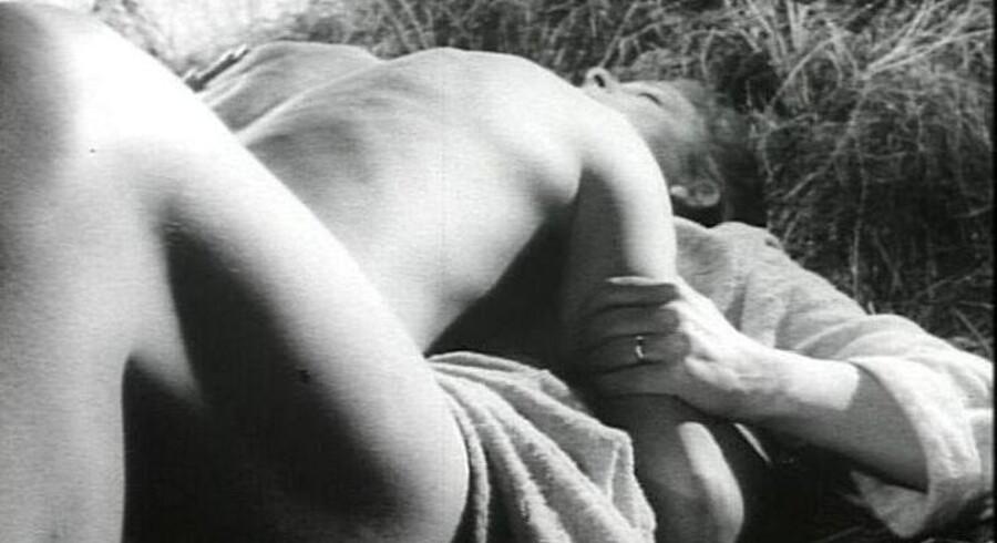 Foto fra filmen »En fremmed banker på«: Flamingo Film