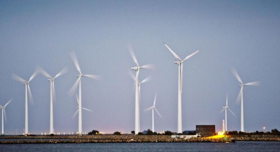 Arkivfoto. Provinsen vil gå glip af 6200 danske produktionsarbejdspladser, hvis regeringen dropper de kystnære vindmølleprojekter.
