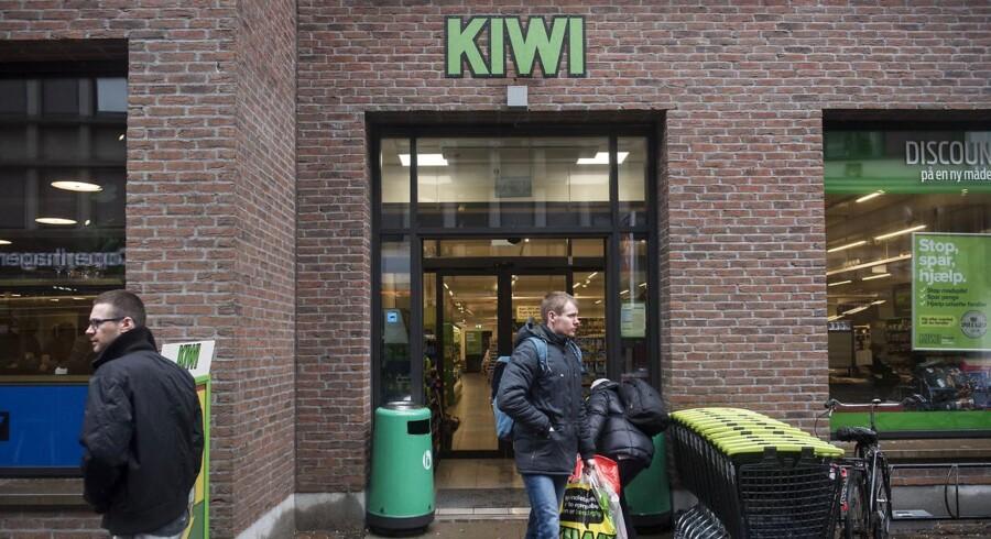 Foto af Kiwi butikken i Adelgade, København fredag d. 28 april 2017. Dagrofa har besluttet at lukke sine 103 Kiwi butikker i Danmark . Det kommer til at koste jobbet for 1650 ansatte, når kæden over de kommende måneder lukker sine 103 butikker i Danmark. (Foto: Mads Joakim Rimer Rasmussen/Scanpix 2017)