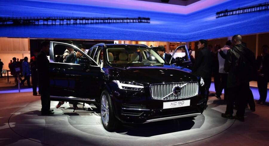 De færreste læsere har formentlig hæftet sig ved det fænomen, at en spritny Volvo lugter mindre af ny bil end andre bilmærker. For Nikolaj Nøhr-Rasmussen er den detalje imidlertid både nødvendig og nyttig viden. Og det er der en god grund til. For bilens lugt har stor betydning i Kina, hvor bilkøberne forbinder en ny bils lugte med forurening.
