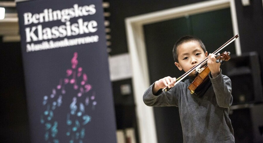 Otte-årige Jun Jie Tan spiller for dommerne i Berlingskes Klassiske Musikkonkurrence.