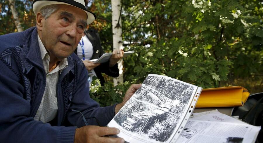 Den tidligere minearbejder og eventyrer Tadeusz Slowikowski fremviser dokumenter, som viser, at et nazitog med en dyrebar skat skulle gemme sig dybt inde i en tunnel ved Walbrzych i det sydvestlige Polen. Og selv om en geologiprofessor tirsdag fastslog, at hans holds research har vist, at »der ikke er noget tog i dette område«, så fastholder manden bag togteorien, at udgravninger vil afsløre toget i tunnelen.