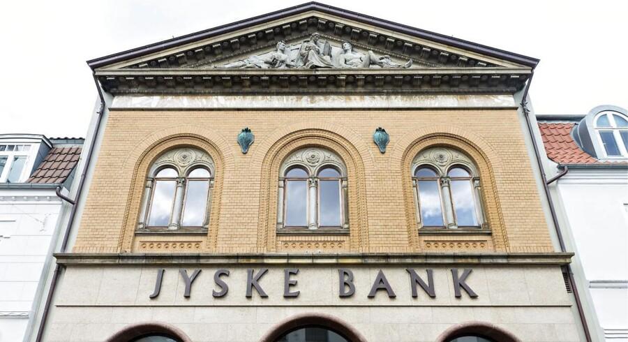 Jyske Bank oplever stor succes med sit nye lån med renteloft, men den lave rente koster også på bankens bundlinje, skriver Børsen.