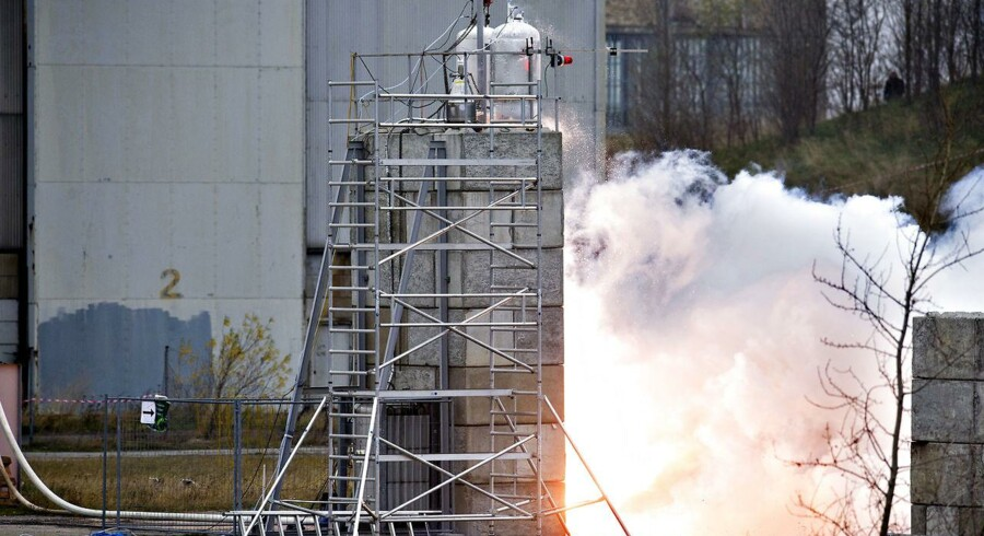 Tilbage i 2012 var målet ogs¨å at sende en bemandet dansk raket ud i rummet. Copenhagen Suborbitals testede dengang verdens største raketmotor bygget af amatører. Det skete på B&W's gamle dokområde på Refshaleøen i København.