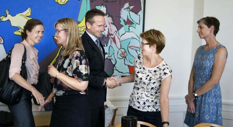 Kristian Jensen og Ellen Trane Nørby hilser på regionsrådsformand Stephanie Lose før Regeringen og Danske Regioner mødes til forhandlinger om regionernes økonomi i Finansministeriet, mandag den 4. juni 2018.