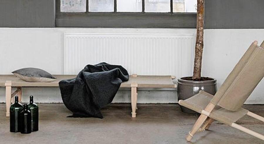 Lærred og træ går smukt sammen, og ud fra den devise har Skovshoved Møbelfabrik lavet en loungestol og en daybed, der passer perfekt i den skandinaviske æstetik. Foto: PR.