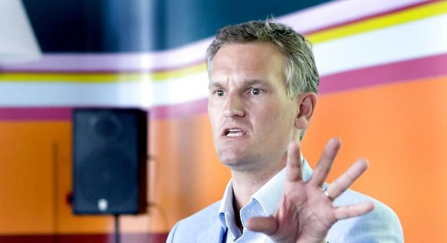 Direktør for DR Nyheder Ulrik Haagerup betegner det som megetpinligt, at DR på kommunalvalgdagen bragte en exitprognose, der viste sig at være så forkert, at den bl.a. fik statsministeren til at beklage det dårlige valg for sit parti. Konsekvensen er, at DR ikke ved fremtidige kommunalvalg vil brigen exitprognoser.