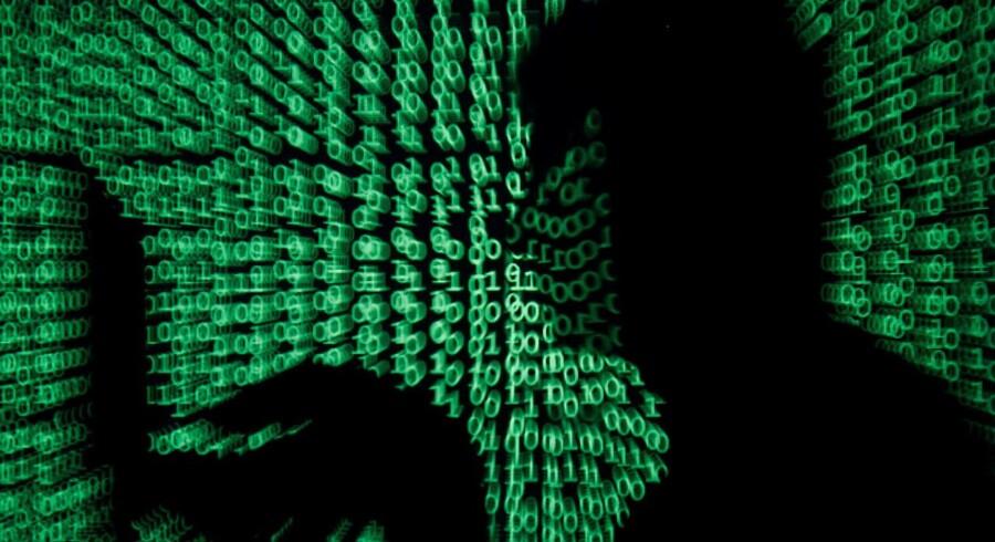 Skoleleder er blevet politianmeldt for at søge efter porno i elevers browserhistorik.